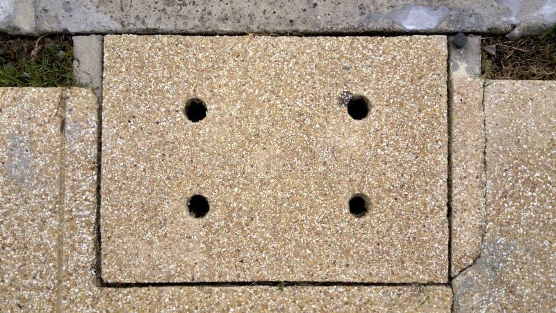 在街道的下水道盖子 免版税库存图片