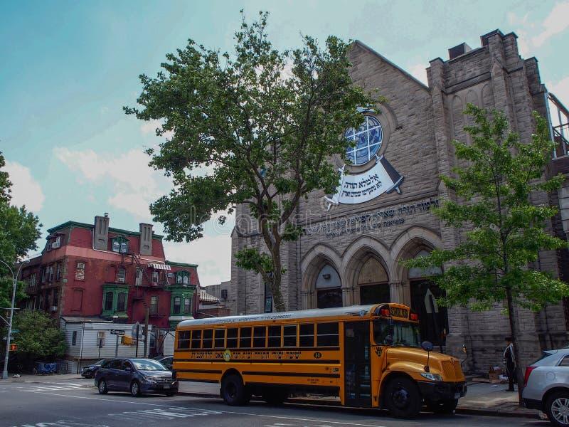 在街道的纽约-美国公共汽车在威廉斯堡在纽约 免版税库存图片