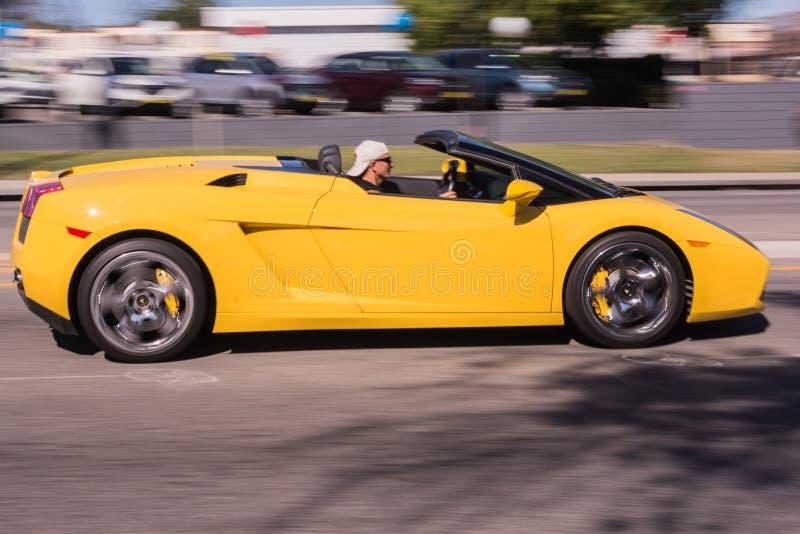 在街道的黄色Lamborghini 库存照片