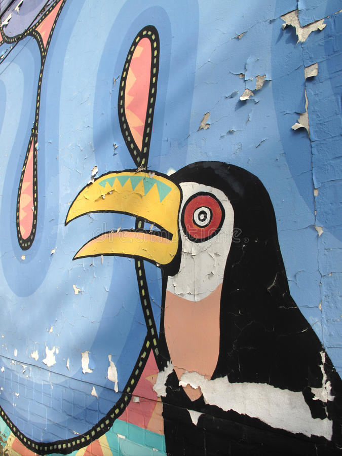 在街道画盖的难看的东西墙壁, Toucan,鸟 库存图片