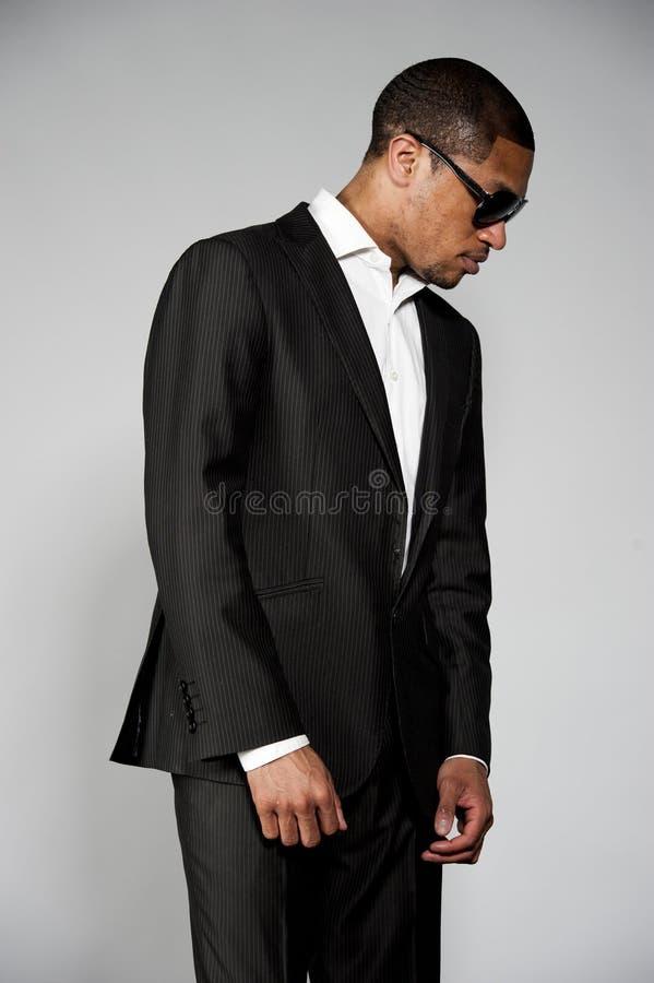 在衣服的可爱的非裔美国人的男性 库存照片