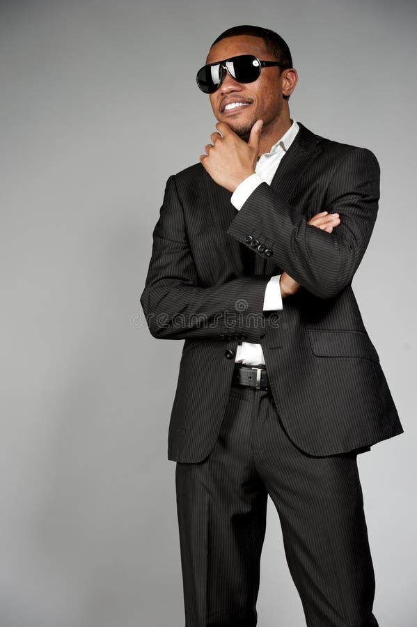 在衣服的可爱的非裔美国人的男性 免版税图库摄影