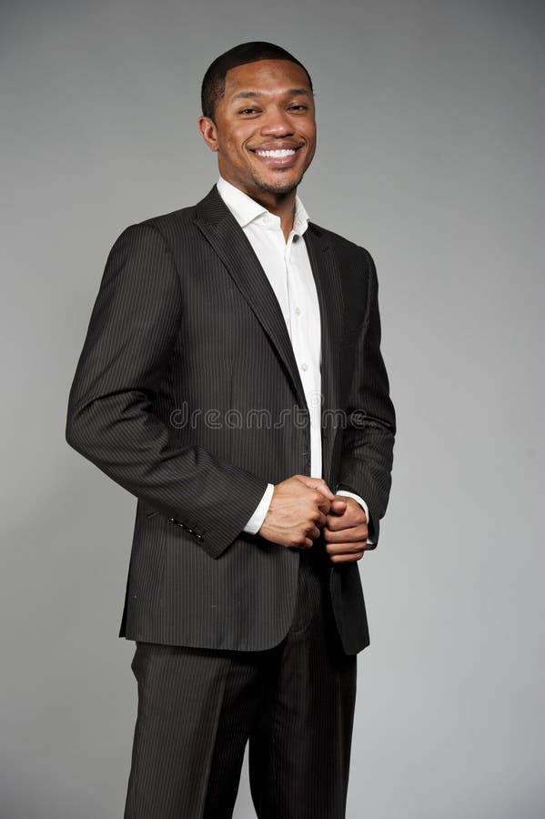 在衣服的愉快的黑男性 免版税库存照片