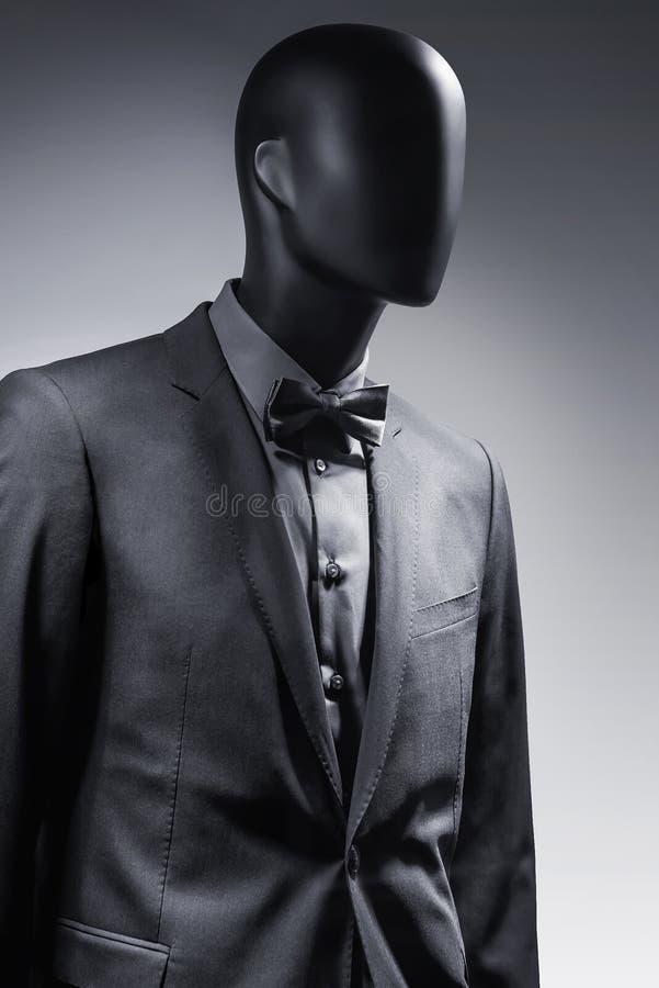 在衣服的时尚时装模特 免版税库存照片