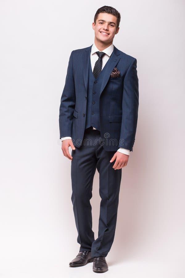 在衣服的英俊的年轻商人 库存照片