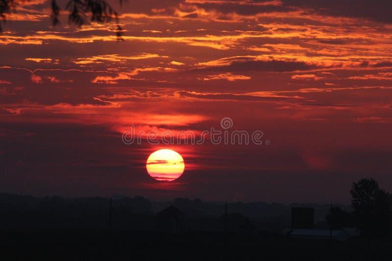 在衣阿华乡下的中西部Sunsetting 免版税库存照片