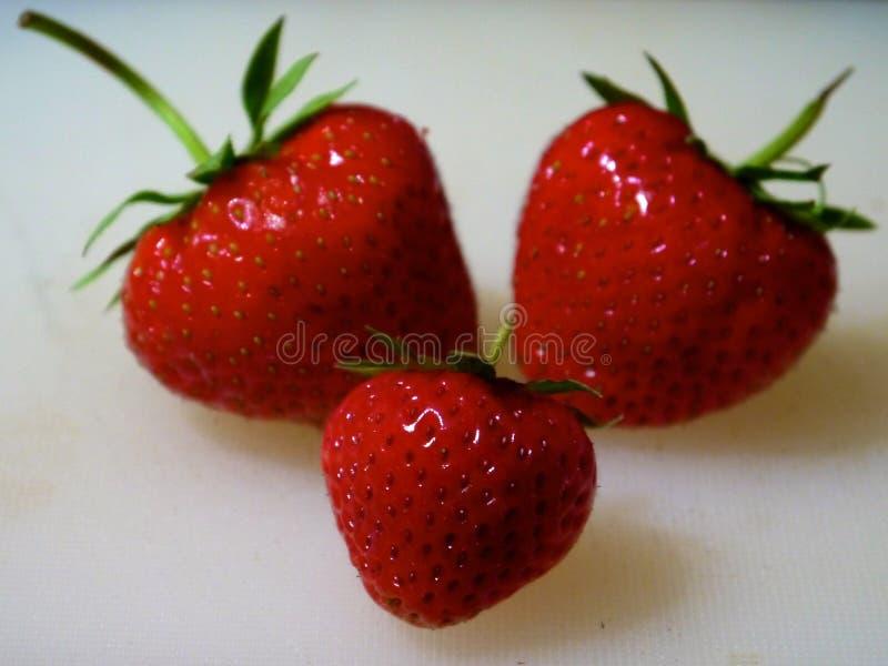 在表的草莓 库存照片