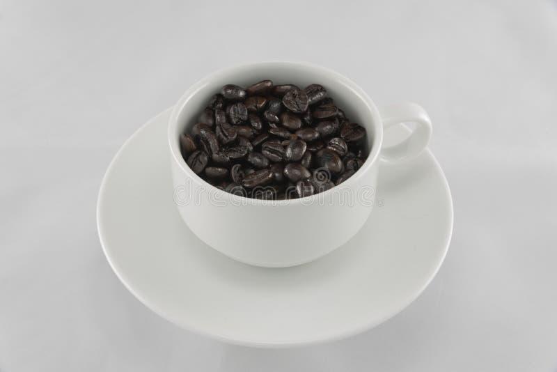 在袋子和研磨机的咖啡豆 免版税库存图片