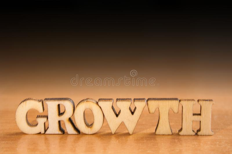 在被回报的白色background.3d的词GROWTH.Isolated 库存图片