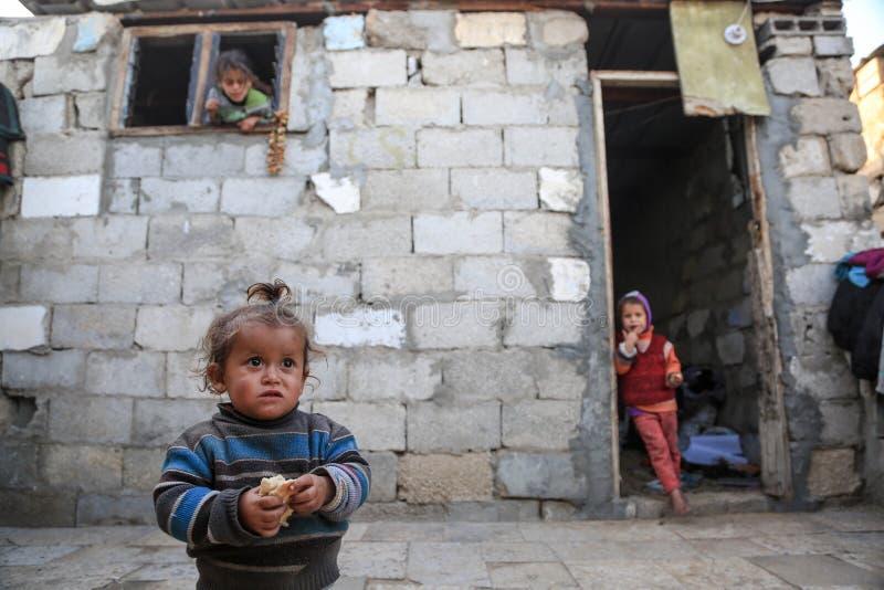 在被围攻的加沙,贫穷使儿童营养不良恶化 库存照片