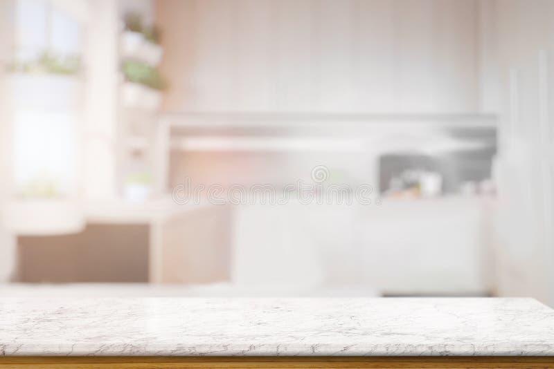 在被弄脏的厨房长凳的大理石纹理桌 库存照片