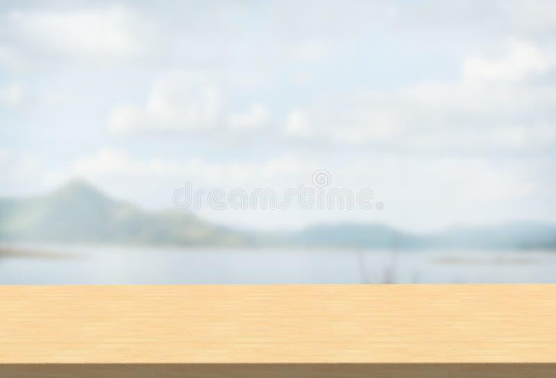 在被弄脏的山的层压制品的台式使背景环境美化 免版税库存图片