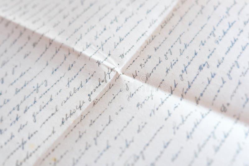 在被折叠的纸-老邮件,信件的手写的文本 免版税库存图片