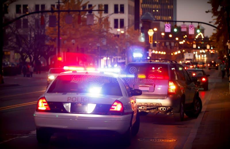 在被拉的警察的汽车 库存图片
