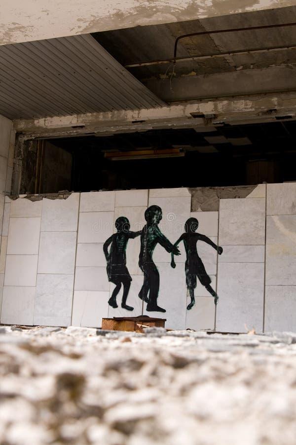 在被放弃的中心广场的街道画在Pripyat鬼城 免版税库存照片