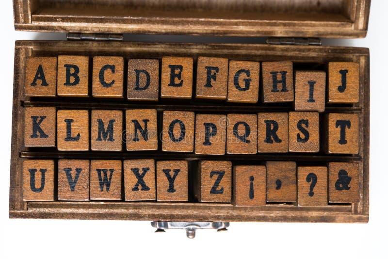 在被盖印的木头上写字 图库摄影