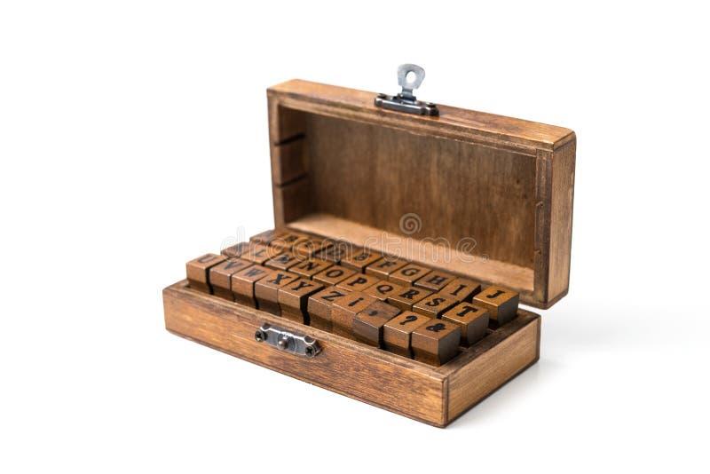 在被盖印的木头上写字 库存照片