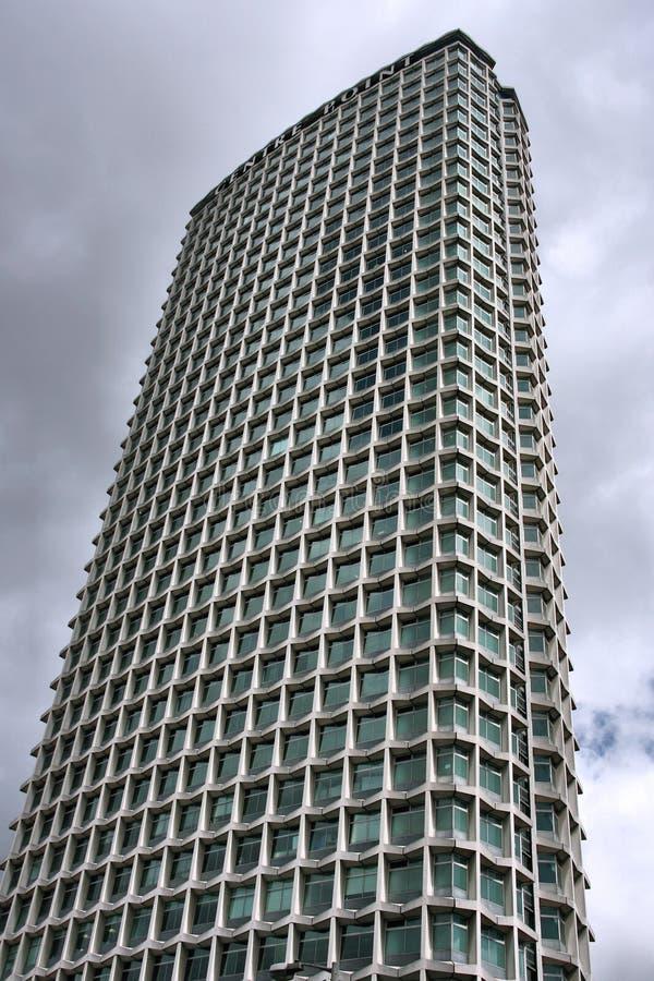 在被采取的大厦高伦敦上升摩天大楼之下 库存照片