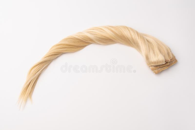 在被隔绝的背景的人的白肤金发的发辫头发 免版税库存图片