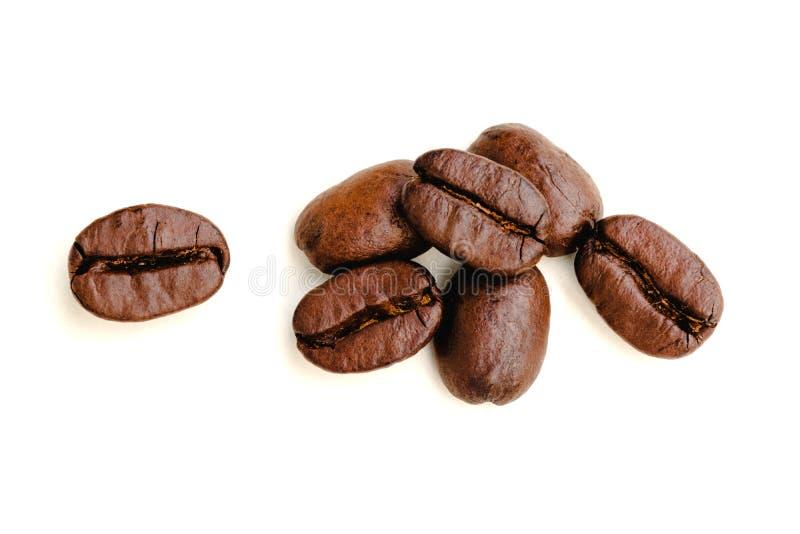 在被隔绝的背景的咖啡豆 免版税图库摄影