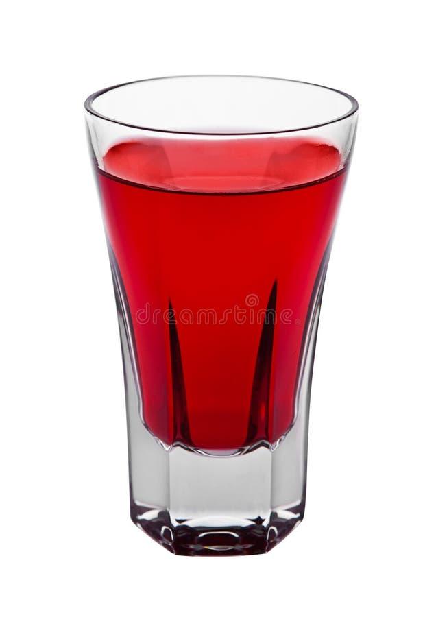 在被隔绝的典雅的玻璃的红色鸡尾酒酒精饮料 免版税库存图片
