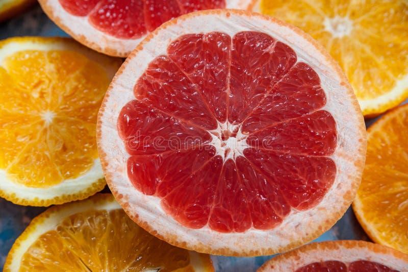 在裁减的葡萄柚 葡萄柚的纹理单位 免版税库存图片