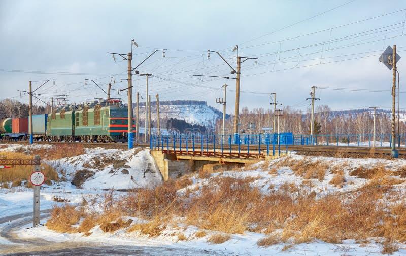 在西伯利亚大铁路的机车 免版税库存图片