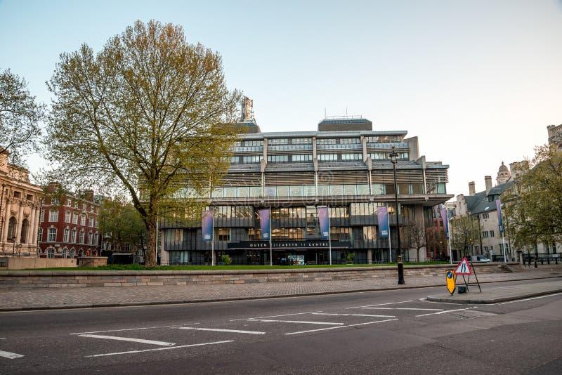 在西敏寺附近的英国女王伊丽莎白二世中心在伦敦 免版税图库摄影