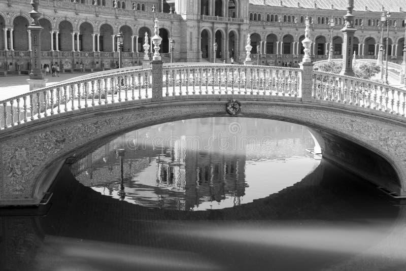 在西班牙广场的黑白桥梁 免版税库存照片