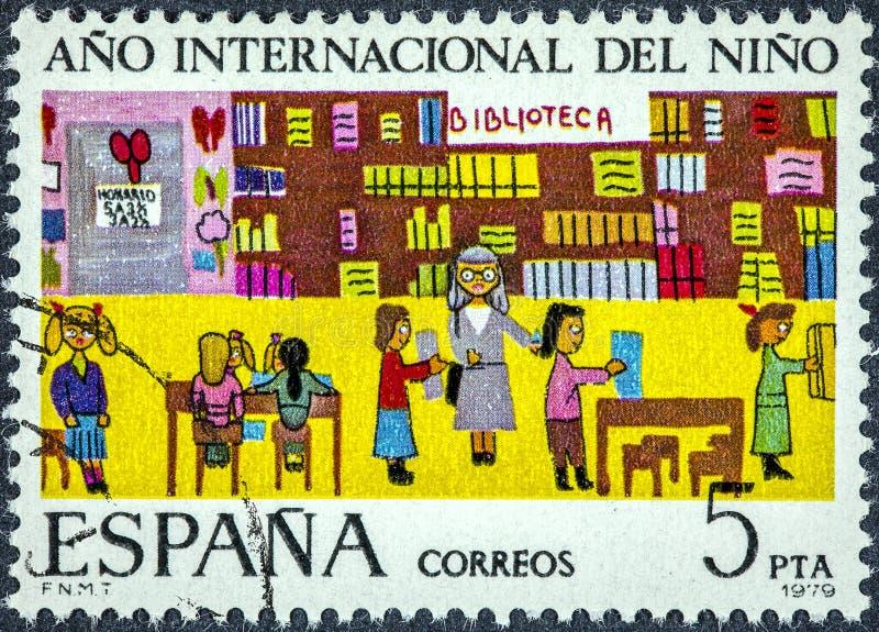 在西班牙打印的邮票显示孩子的国际年 免版税库存照片