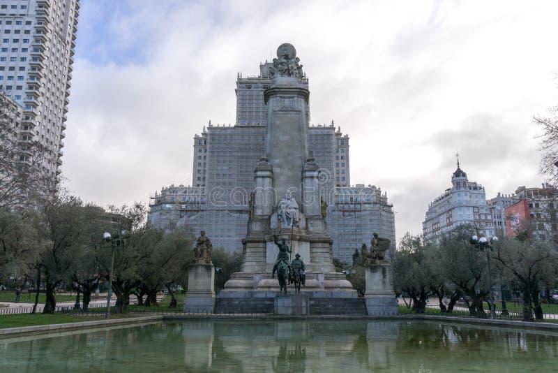在西班牙正方形的西万提斯纪念碑 库存照片