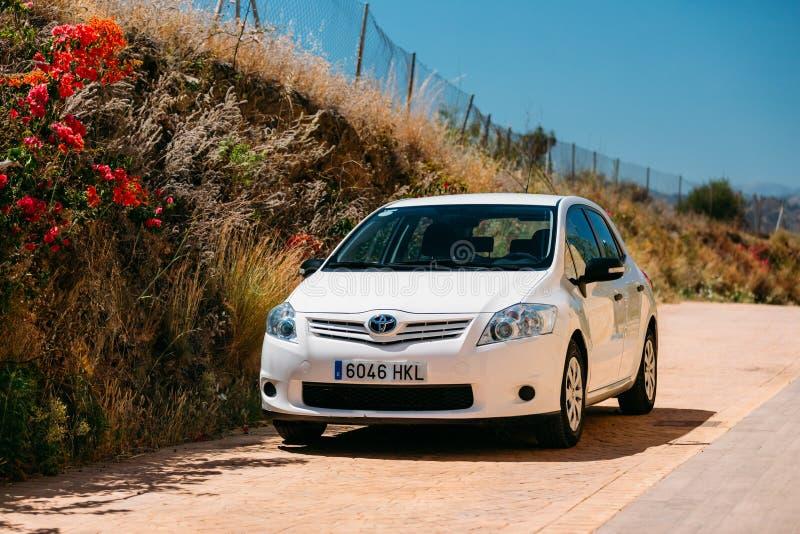 在西班牙自然风景的丰田Auris汽车 库存照片