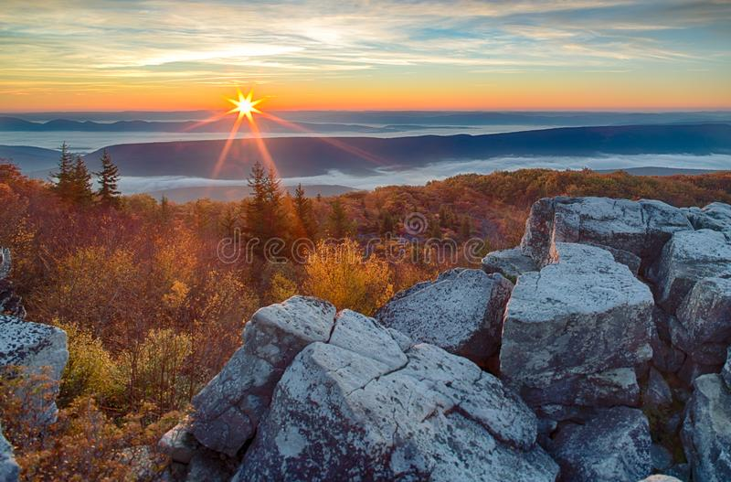 在西维吉尼亚阿勒格尼山脉的日出  免版税库存照片