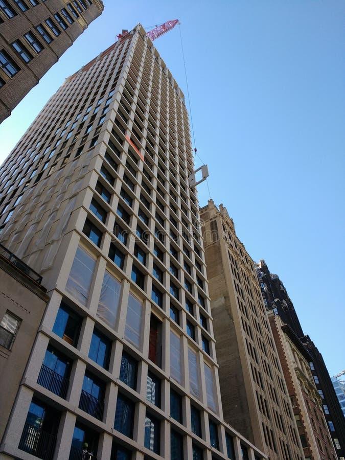 在西部第40街道上的建筑,起重机操作,曼哈顿, NYC,美国 免版税库存照片