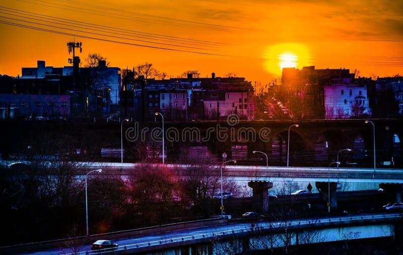 在西部费城,宾夕法尼亚的充满活力的日落 库存照片