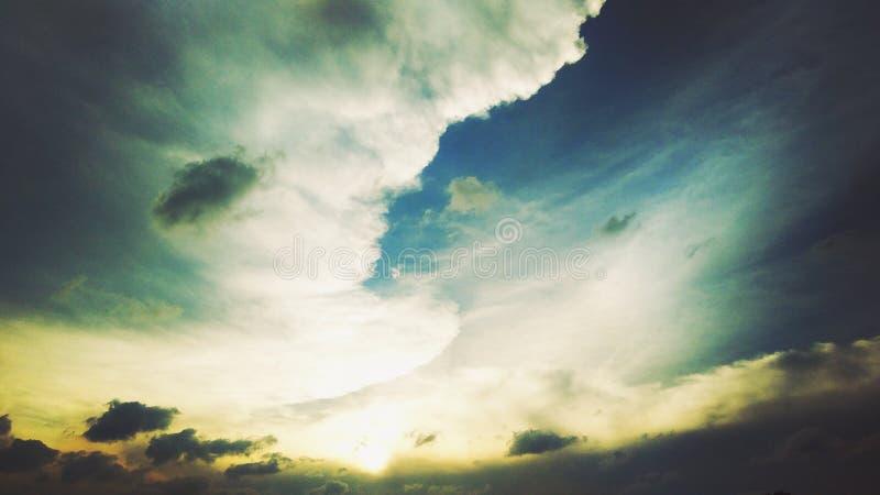 在西部Java的多云日落 免版税库存照片