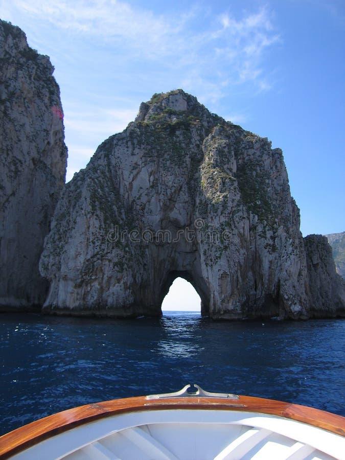 在视图附近的小船capri 库存图片
