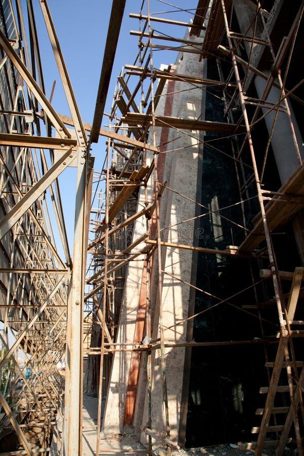 在视窗之下的背景黑色楼房建筑行业行 免版税库存照片