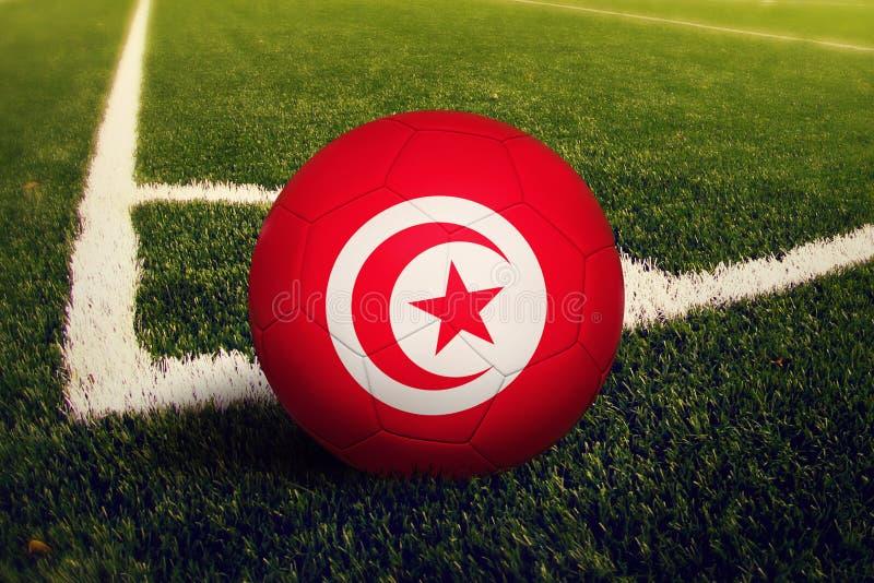 在角球位置,足球场背景的突尼斯球 r 库存例证