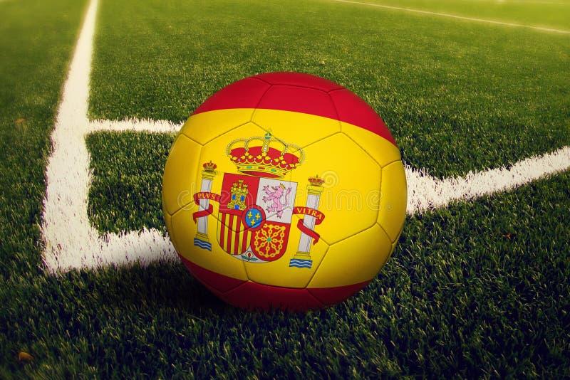 在角球位置,足球场背景的西班牙球 r 库存例证