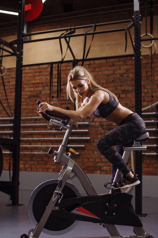 在解决的疲倦在转动的自行车以后 图库摄影