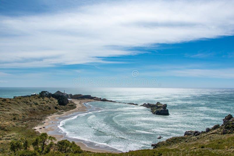 在解放小海湾和Castlepoint灯塔的看法 库存图片