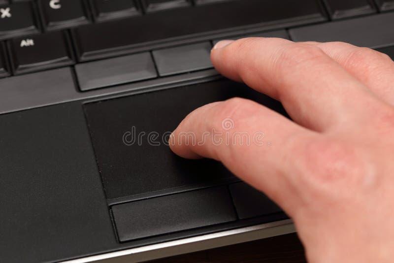 在触感衰减器的手指 免版税库存照片