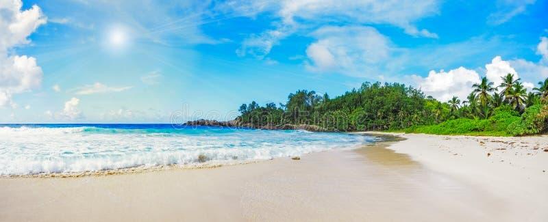 在警察海湾的美丽的天堂海滩,塞舌尔群岛40 图库摄影
