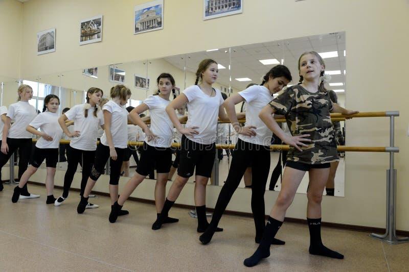 在警察的军校学生军团的舞蹈课 图库摄影