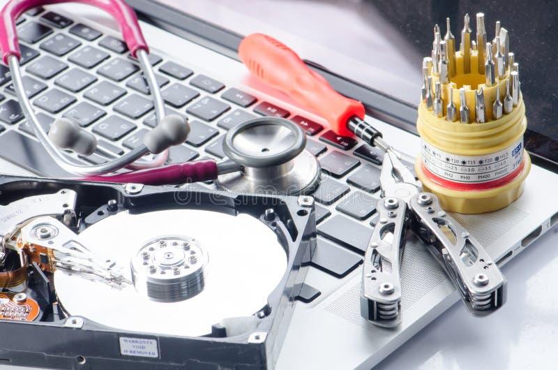 在计算机上的健康和技术听诊器 免版税库存图片