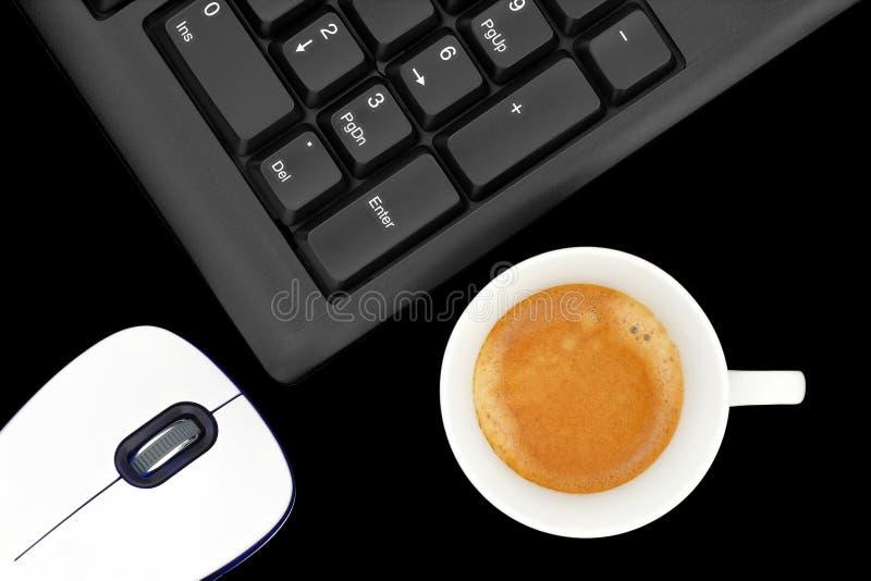 在计算机的咖啡 免版税库存照片