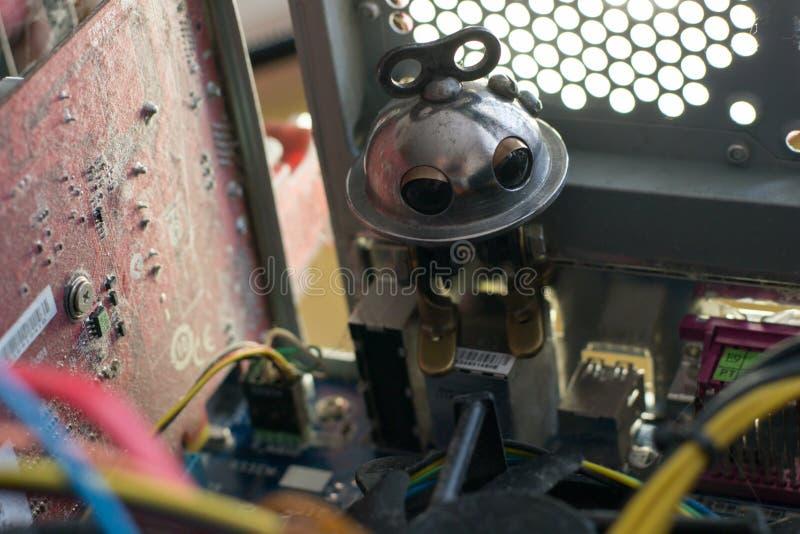 在计算机的机器人 免版税库存照片