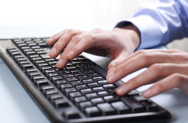键盘和手 图库摄影