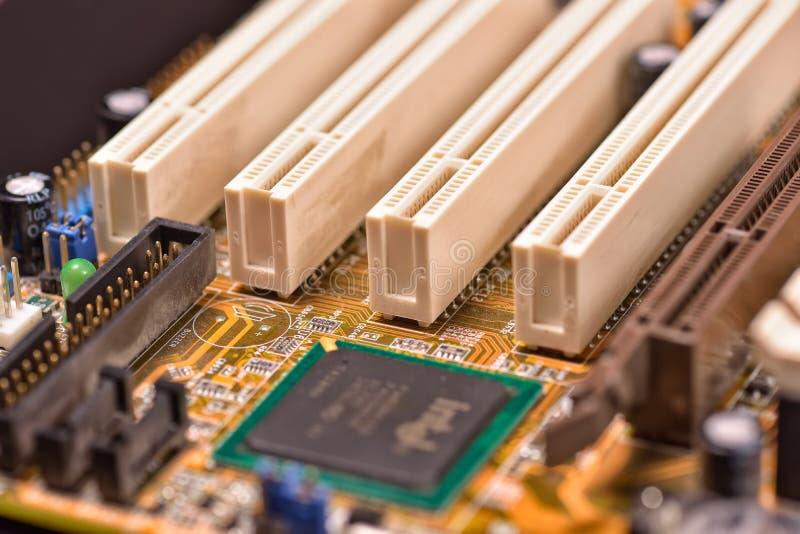 在计算机主板的白色PCI槽孔 免版税库存图片